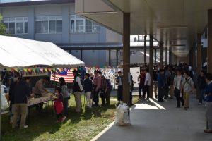 留学生たちの提供する料理には長蛇の列